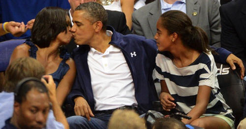 FOTO: KISS CAM DE BARACK Y MICHELLE OBAMA