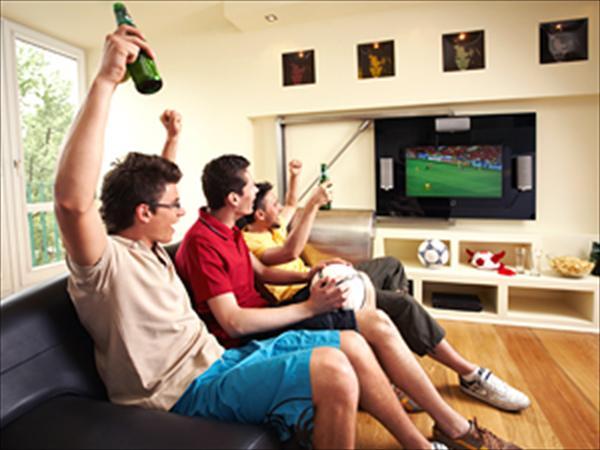 Qué prefieren los hombres ¿el fútbol o las mujeres?