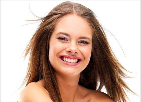 ¿Por qué mostramos los dientes cuando nos reímos?