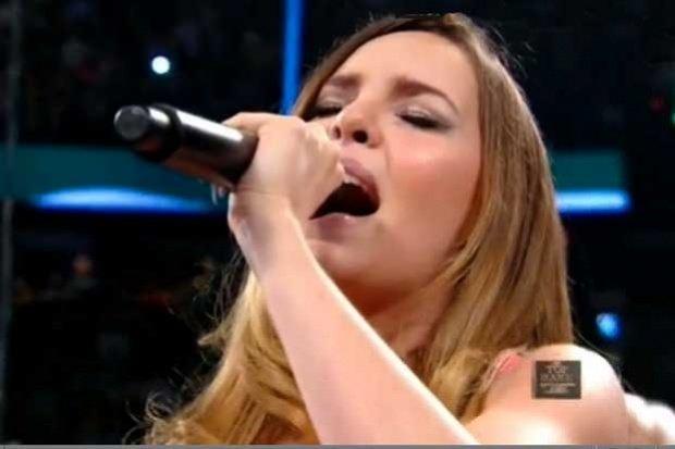 Video: Así cantó el Himno Nacional Belinda