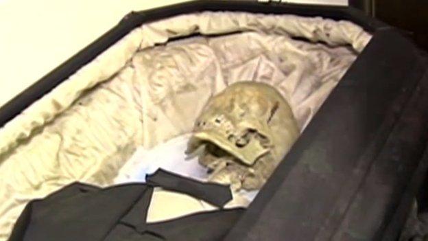 Subastas insólitas - Subastan cadáveres humanos