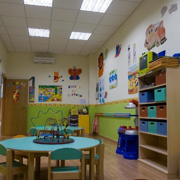 Guardería cuida niños de noche para que los padres puedan procrear
