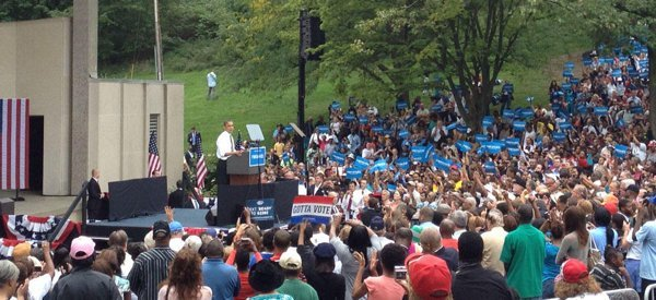 Foto: El hombre orinando detrás de Barack Obama