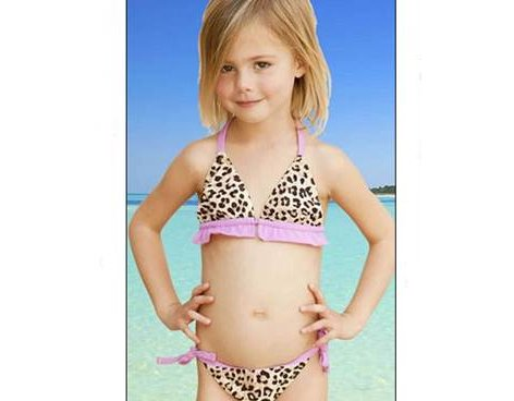 Polémica por línea de ropa infantil de Liz Hurley