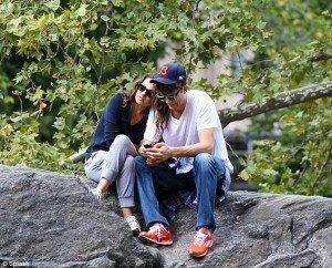 El beso que confirma la relación de famosa pareja - Fotos