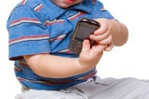 Hampón roba celular a un niño de cinco años