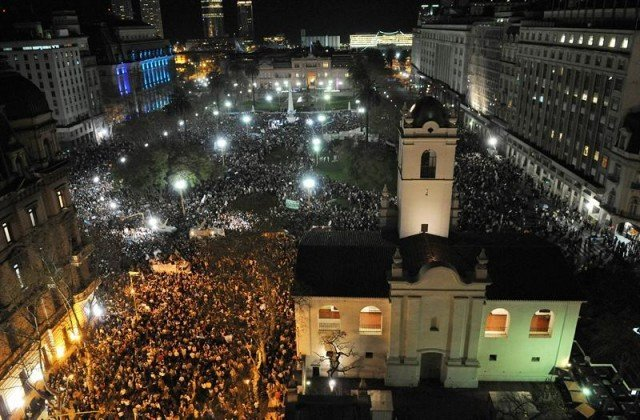 Protesta masiva en Argentina contra el gobierno