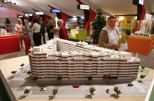 Debido a la crisis España rifa viviendas por 10 euros