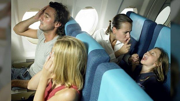 Que hacer para sobrevivir a un vuelo con niños