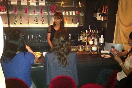 Escándalo: Abren bar para que mujeres se autoexploren