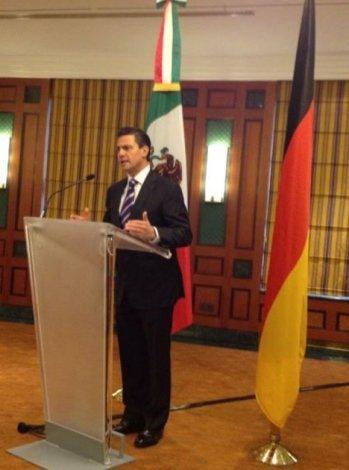 Enrique Peña Nieto quiere modificar la Constitución