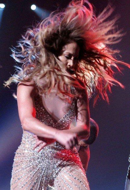 Jennifer López muestra de más en show - Foto
