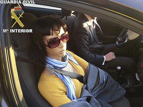 Multan a un conductor por llevar un maniqui de copiloto