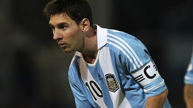 Narcos ocultaban droga en un cuadro de Lionel Messi