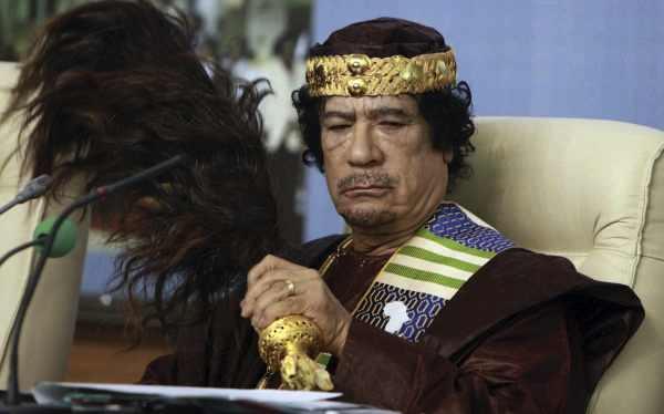 Muammar Gadhafi enterró en el desierto lingotes de oro