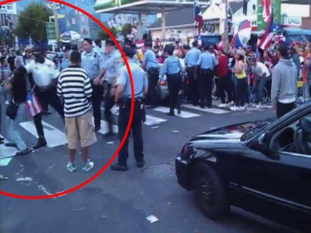 Policía golpea brutalmente a una mujer - Video