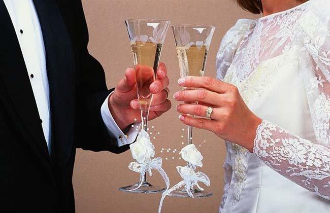 Murió desangrado por una copa en su boda