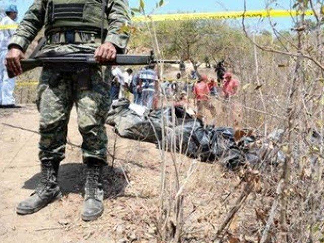 Encuentran dos fosas clandestinas con diez cuerpos en Guerrero