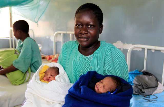 Bautiza a sus mellizos recién nacidos con curiosos nombres