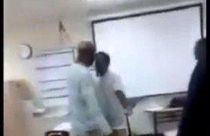 Video: pelea física entre maestro y alumno