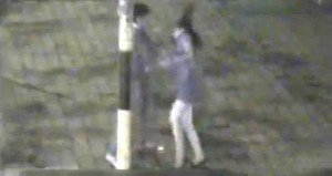 Video: Joven da golpiza a su novia en la calle