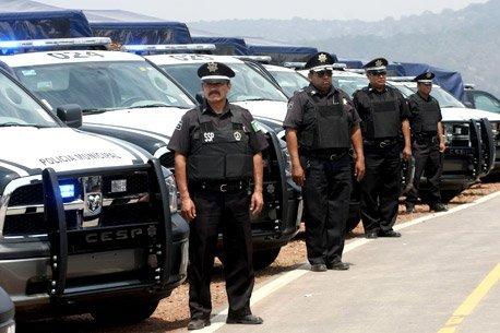 Abandonan camioneta de lujo con cinco cadáveres en Ecatepec