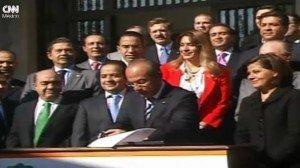 Felipe Calderón promulga la Reforma Laboral