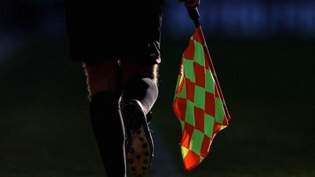 Futbolistas adolescentes matan a golpes a un juez de línea