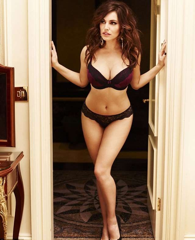 Kelly Brook infartante en lencería para navidad - Fotos y video