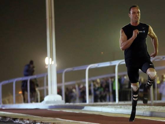 Video: Corredor paralímpico compite contra un caballo