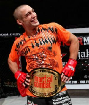 Novia le rompe el pene a peleador de la MMA