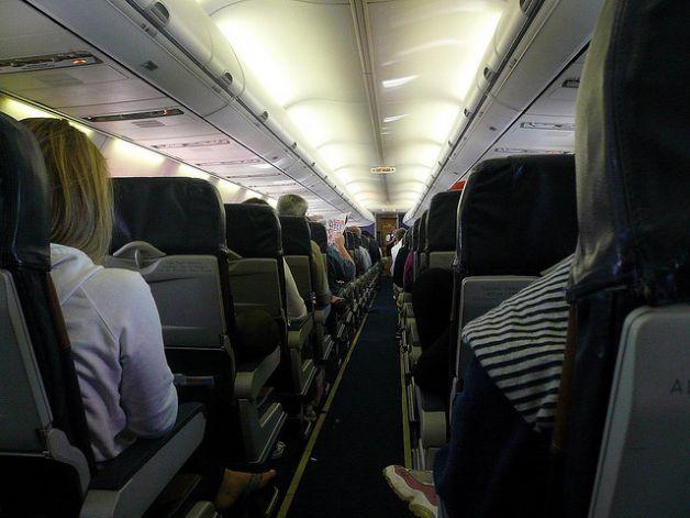 Cuáles son los asientos más seguros al viajar en avión