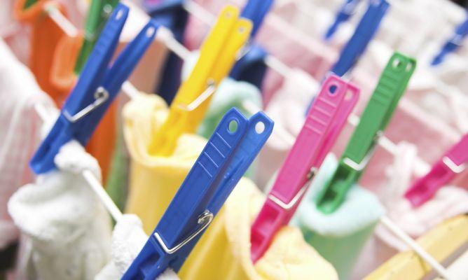 Los riesgos de secar la ropa dentro de tu casa