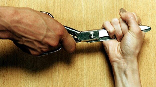 Cómo ayudar a un amigo víctima de abuso