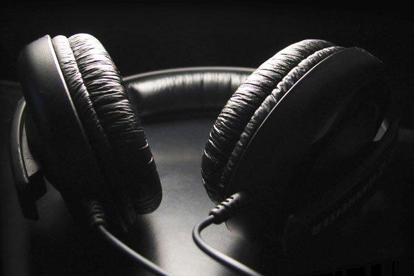 El accesorio que atenta contra tu salud auditiva