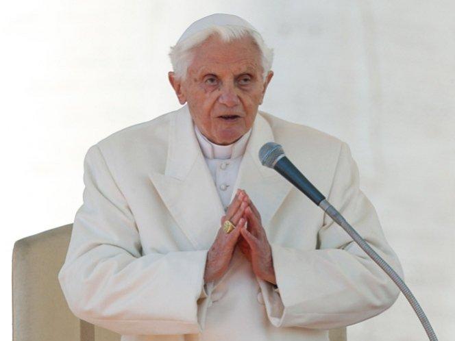 Cuál es el significado de la vestimenta del Papa