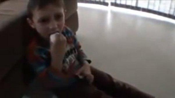 Video: 'broma' de padre a hijo termina en llanto