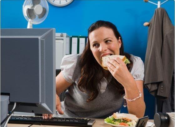 Cuántos kilos aumentamos al comer en el trabajo?