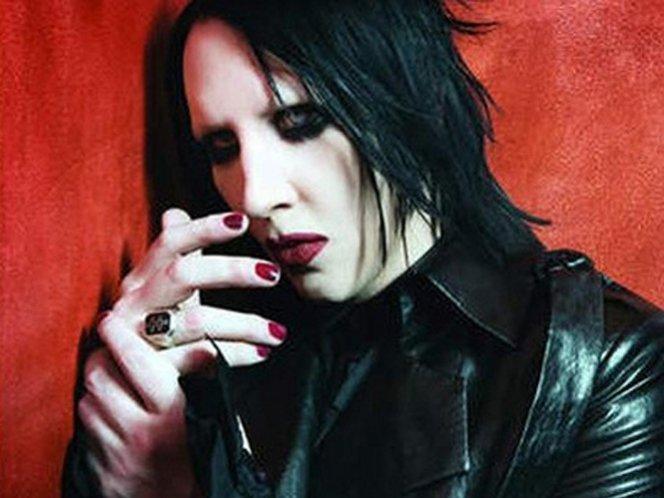Video: Marilyn Manson se desmasya en un concierto