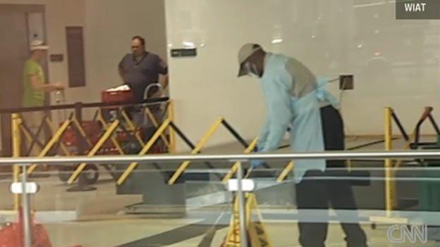 Niño murió aplastado por un tablero en el aeropuerto
