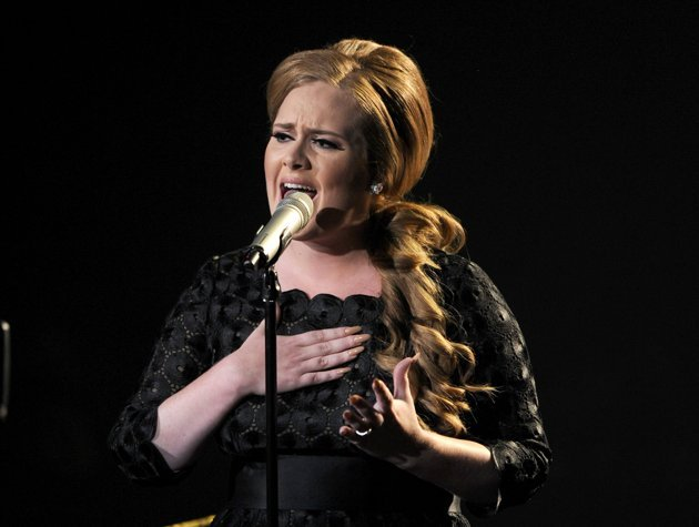 ¿Cuánto cobra Adele por cantar en una boda?