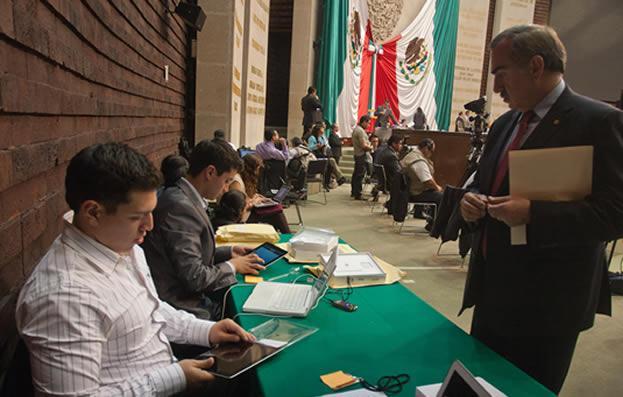 Telmex entrega 500 iPads a los diputados