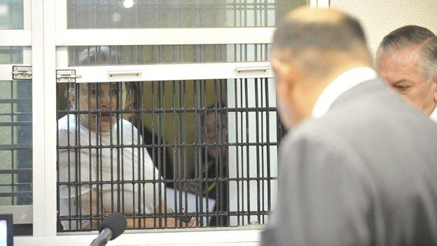 Juez dicta formal prisión a Elba Esther Gordillo