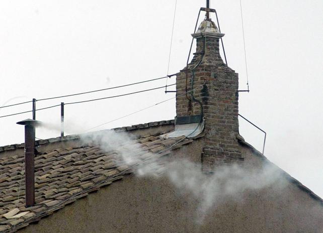Fumata blanca: Benedicto XVI ya tiene sucesor - Transmisión en vivo