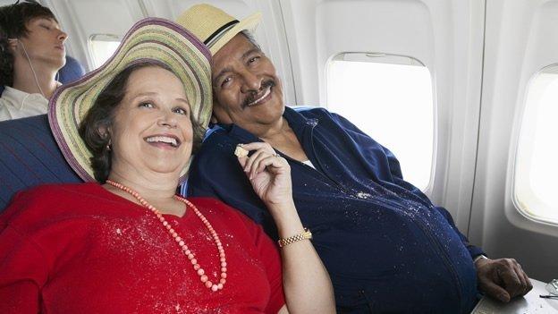 ¿El costo de los boletos de avión según el peso de los pasajeros?