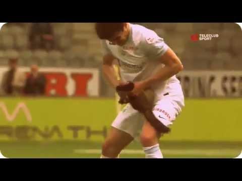 Video: Hurón muerde a un futbolista durante un partido