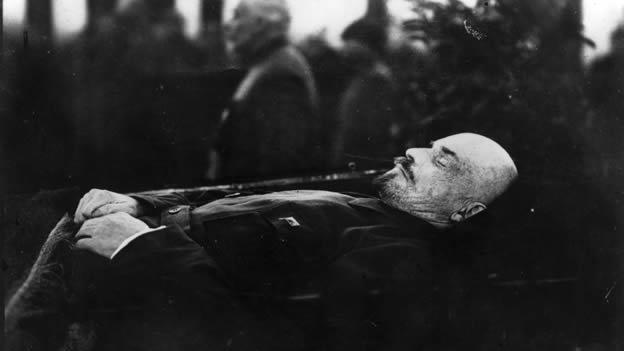 ¿Por qué se embalsama a líderes mundiales?