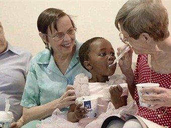 Polémica publicidad de McDonald's con niños huérfanos