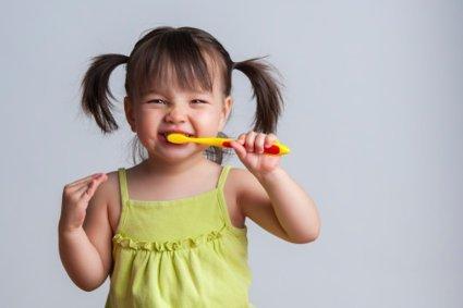 Qué tipo de pasta dental es tóxica para los niños