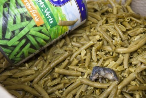 Encuentra un ratón muerto en una lata de ejotes